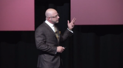 Email Summit 2015: Humanizing your email program with Flint McGlaughlin